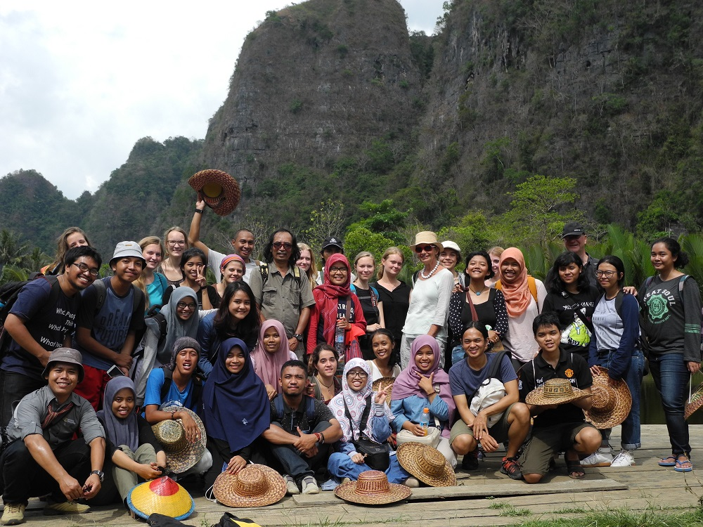 excursion to rammang-rammang prehistoric cave paintings.jpg